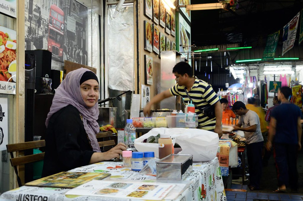 pratunam bangkok thailand street travel food alley people eva hijab jilbab wife kebab photography traveling best capture