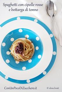 Spaghetti con bottarga di tonno e cipolle rosse
