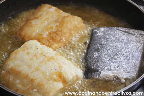Bacalao encebollado con tomate www.cocinandoentreolivos (2)