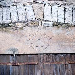 La couronne de feuillage existait déjà en 1828, date de construction de la maison !