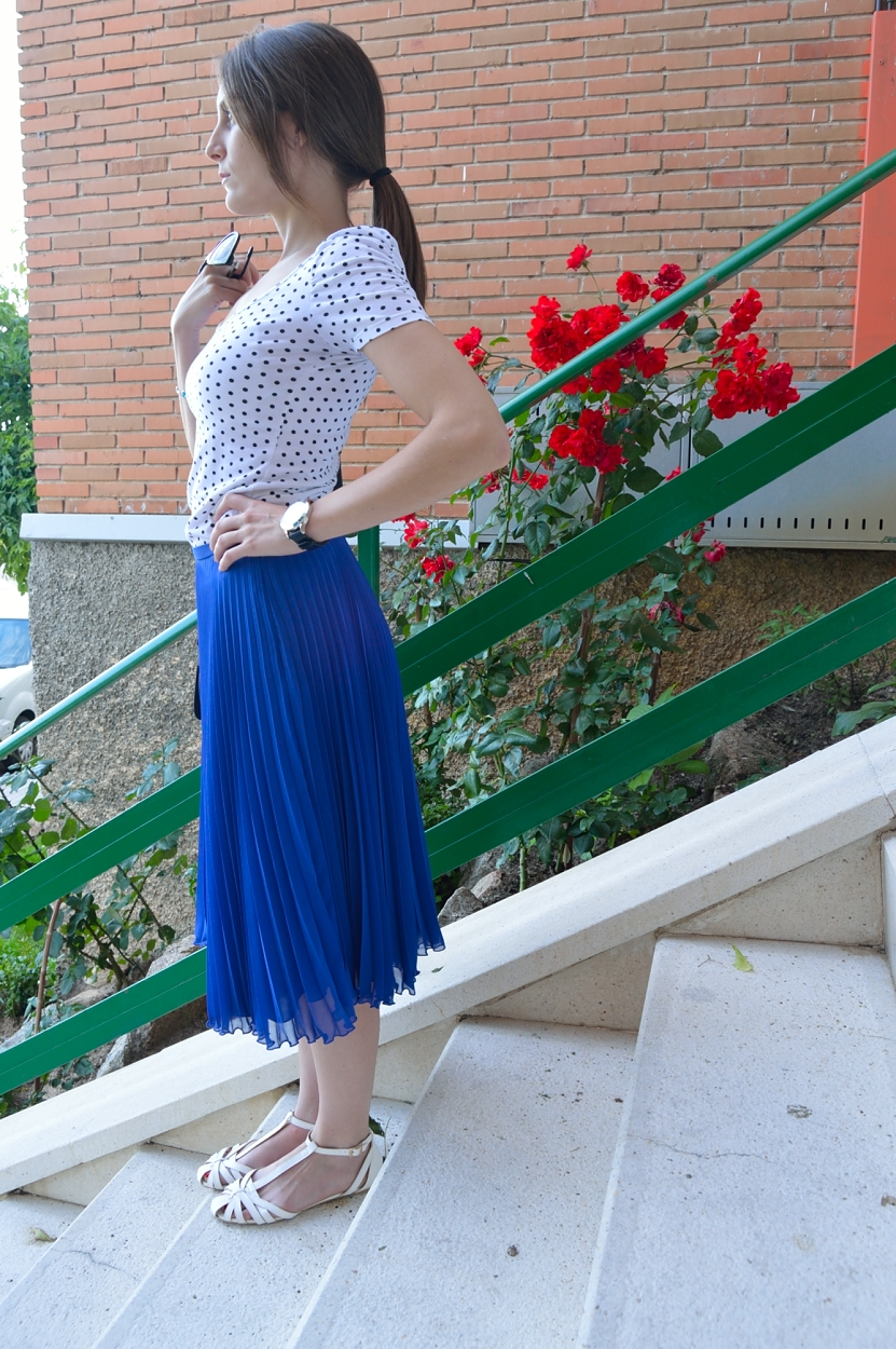 lara-vazquez-madlula-blog-style-fashion-white-blue-combo-midi-skirt