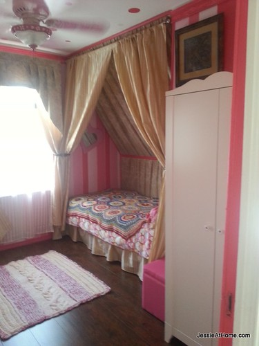 Kyla's-room-right-side-from-door
