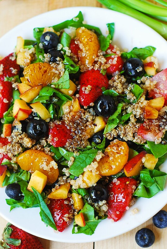 Quinoa salad, strawberry salad, spinach salad, berries, berry recipes, strawberry recipes, peach salad, gluten free recipes, gluten free food, vegetarian recipes, vegetarian salads