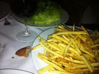 Guarniciones: patatas fritas y ensalada