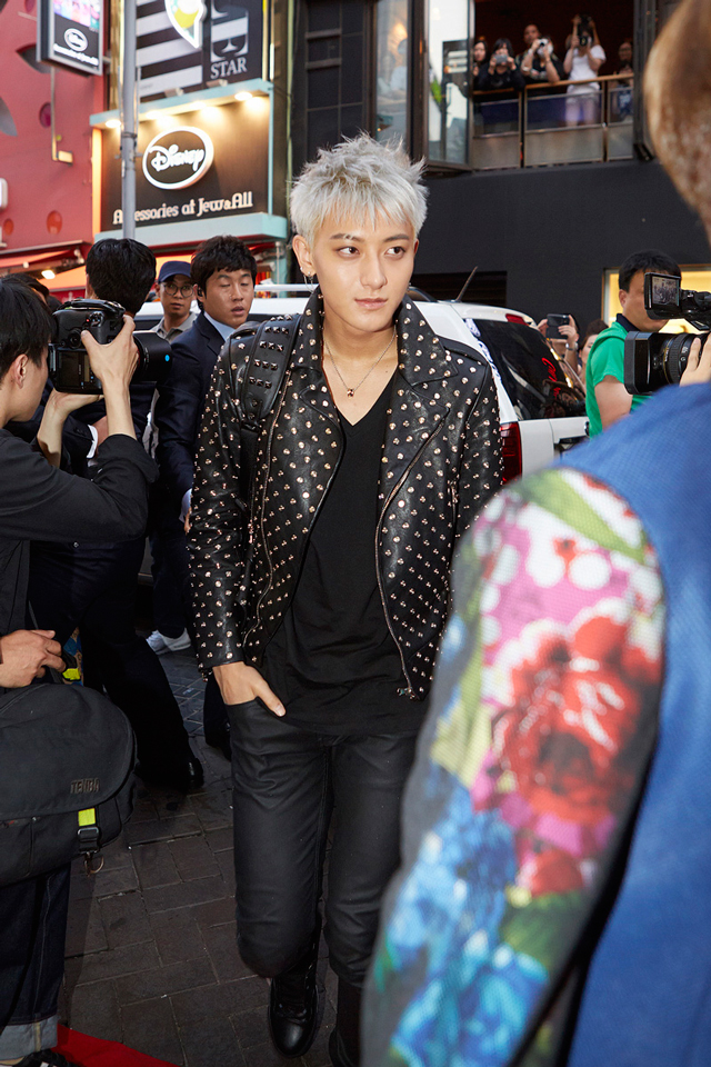 EXO-Tao-with-MCM-AW14-Honshu-Duke-backpack