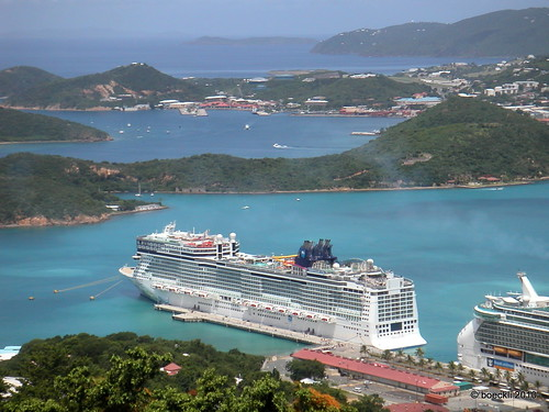 cruise sea beach water landscape bay coast seaside meer wasser ship waterfront catchycolours view outdoor shore cruiseship vehicle aussicht schiff kreuzfahrtschiff stthomas usvi kreuzfahrt seasunclouds behicle norwegianepic