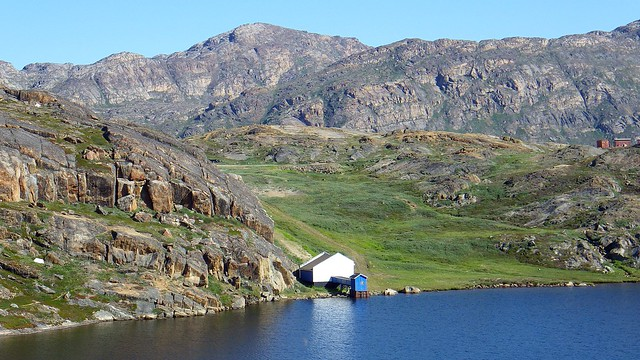 Vista de un lago en Sisimiut, Oeste de Groenlandia.
