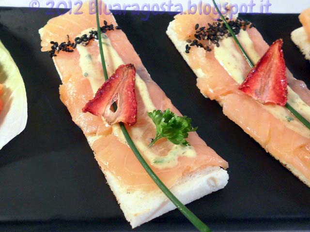 03-tramezzini al salmone con chips di fragole