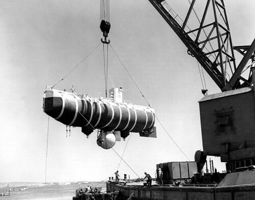 Bathyscaphe_Trieste_hoisted