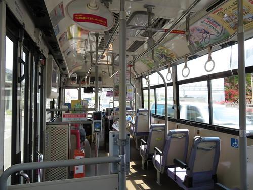 佐賀競馬場へ向かう西鉄バスの車内の様子
