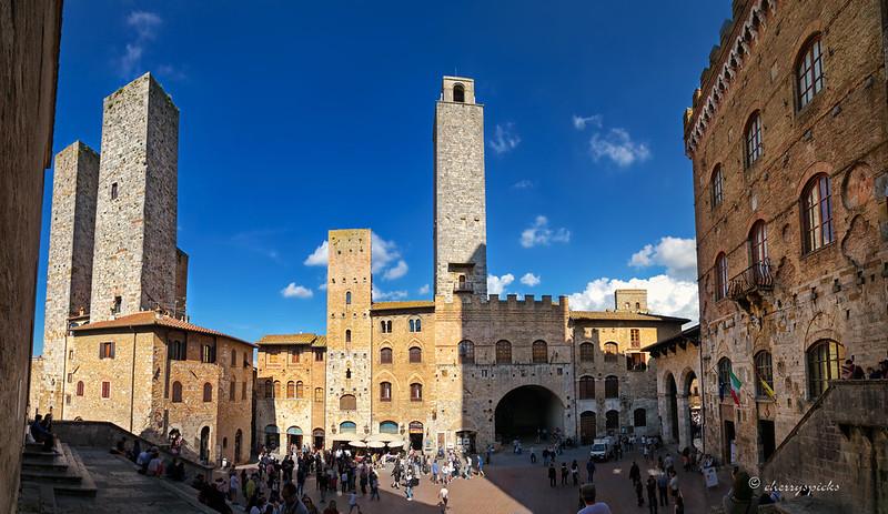 Piazza del Duomo San Gimignano