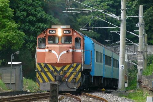 R137牽引4163次區間車(復興號車廂)