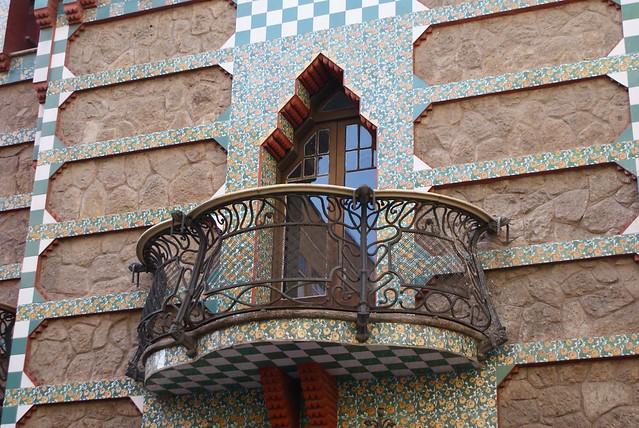 Fenêtre et balcon de la Casa Vicens à Barcelone