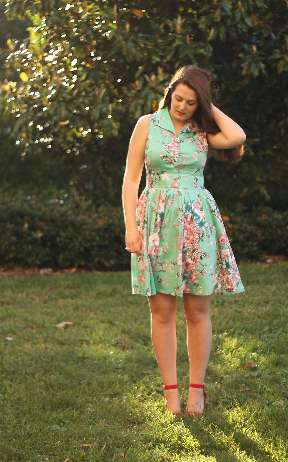 Pink strappy shoes with 50s dress