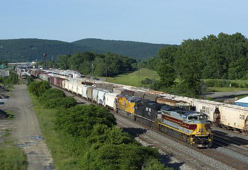railroad heritage train ns lackawanna freighttrain norfolksouthern emd 12t sd70ace heritageunit heritagepaint gangmillsny ns1074 dlw1074 southerntierline lackawannaheritage gangmillsyard