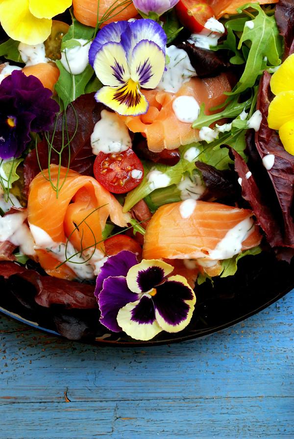 ensalada salmón ahumado flores 02 web