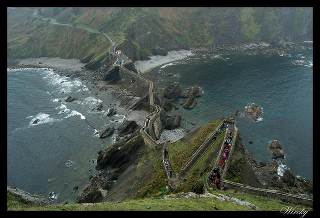Escalera y puente de San Juan de Gaztelugatxe