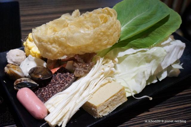 14438527877 f096680cfc o - 【台中東海】咕嚕咕嚕-餐廳氣氛佳,鍋物不貴,壽喜燒可任選兩種肉!