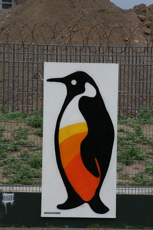 Streetart an der neuen EZB - Pinguin