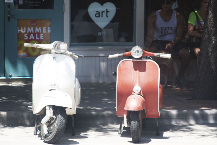 Fringe of the Cro | vintage vespa in bishop arts dallas texas via fashion blogger
