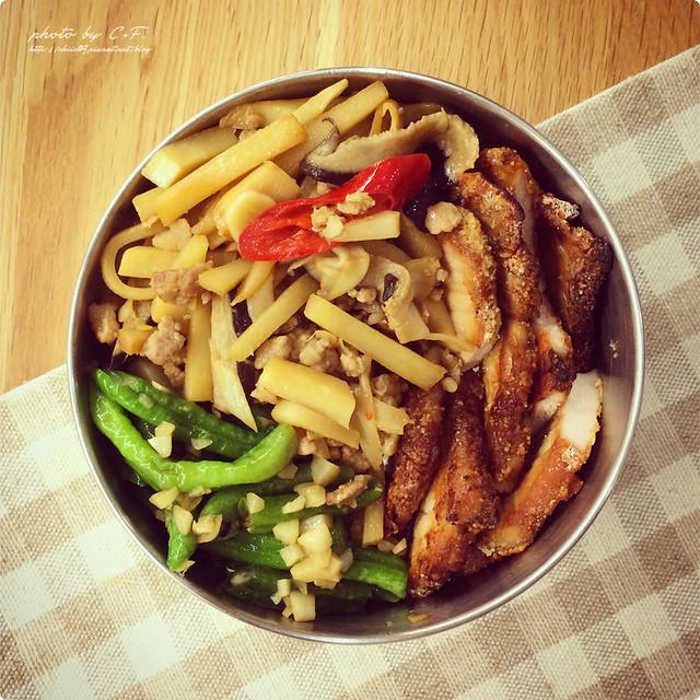 給范老爺的便當菜[7]。鮮菇炒筍+烤豬排+蒜香長豆 @ C ...