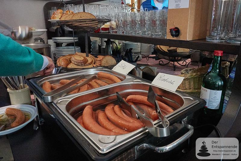 Zum Mittag gibt es beim Vinocamp Rheinhessen: Sau und Rindvieh
