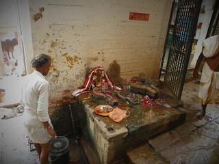 Varanasi 523 street altar