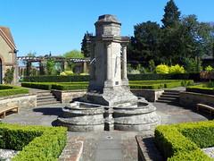 GOC Harrow Weald–Bushey 046: Monument/fountain in Bushey Rose Garden