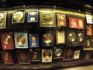 Discos de oro y premios del grupo ABBA museo abba - 13722084254 6be93465ea n - Museo ABBA de Estocolmo, leyenda sueca del pop
