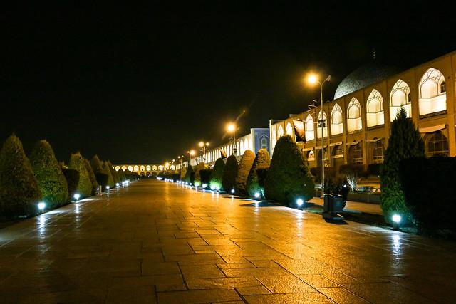 Imam square at night, Isfahan イスファハン、夜のイマーム広場