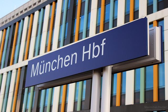 Schild: München Hbf | [DE] München Hbf | 26.04.2014