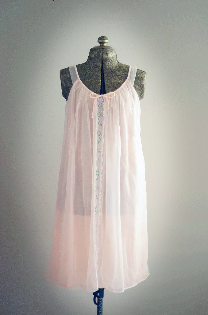 Vintage Small Peach Sleeveless Nightgown with Lace Detail