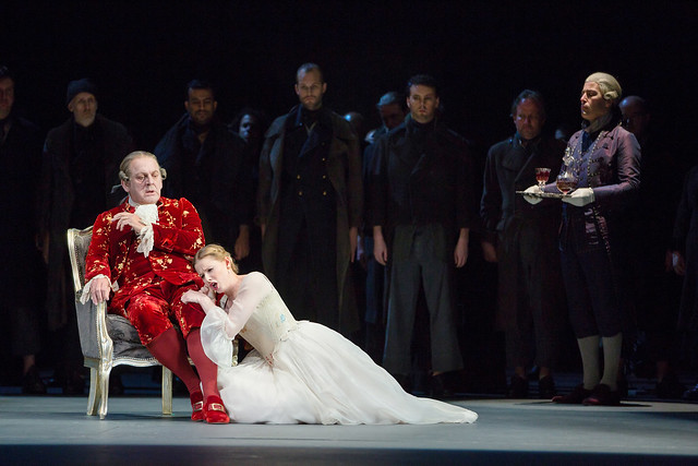 Thomas Allen and Sally Matthews in Dialogues des Carmélites © ROH/Stephen Cummiskey, 2014