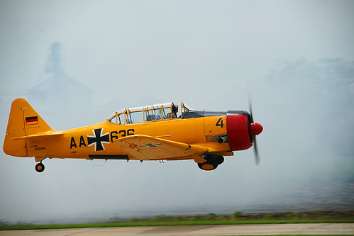 red yellow harvard wwii airshow ww2 warbird texan at6 snj radialengine northamericanaviation advancedtrainer cameronmo