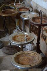 Rusty Ashtrays / Cendriers rouillés
