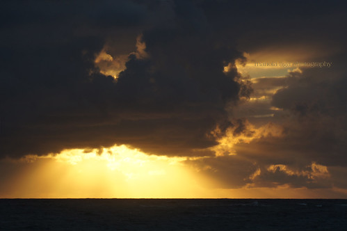 ocean morning light sky sun sunlight closeup clouds sunrise dawn golden dominicanrepublic horizon showtime 75300mm sunrays tones lightshow atlanticocean puntacana bavaro thegalaxy
