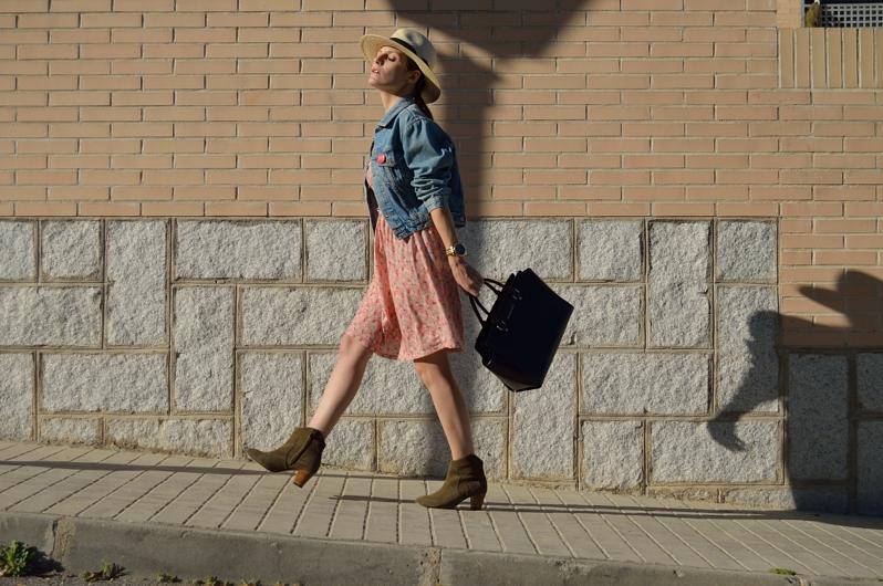 lara-vazquez-madlula-blog-style-dress-walk-the-streets