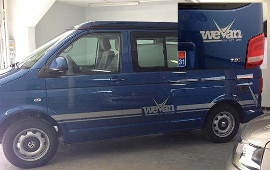 Décoration des vans aménagés de la société We van avec des stickers découpés à la forme.