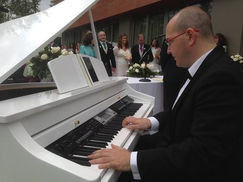 PIANISTA PARA BODAS durante una ceremonia civil en la zoreda