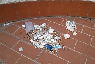 Noicattaro. Sporcizia terrazzo biblioteca front