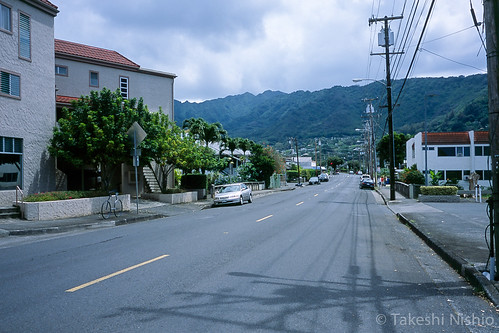 walking E Manoa Rd