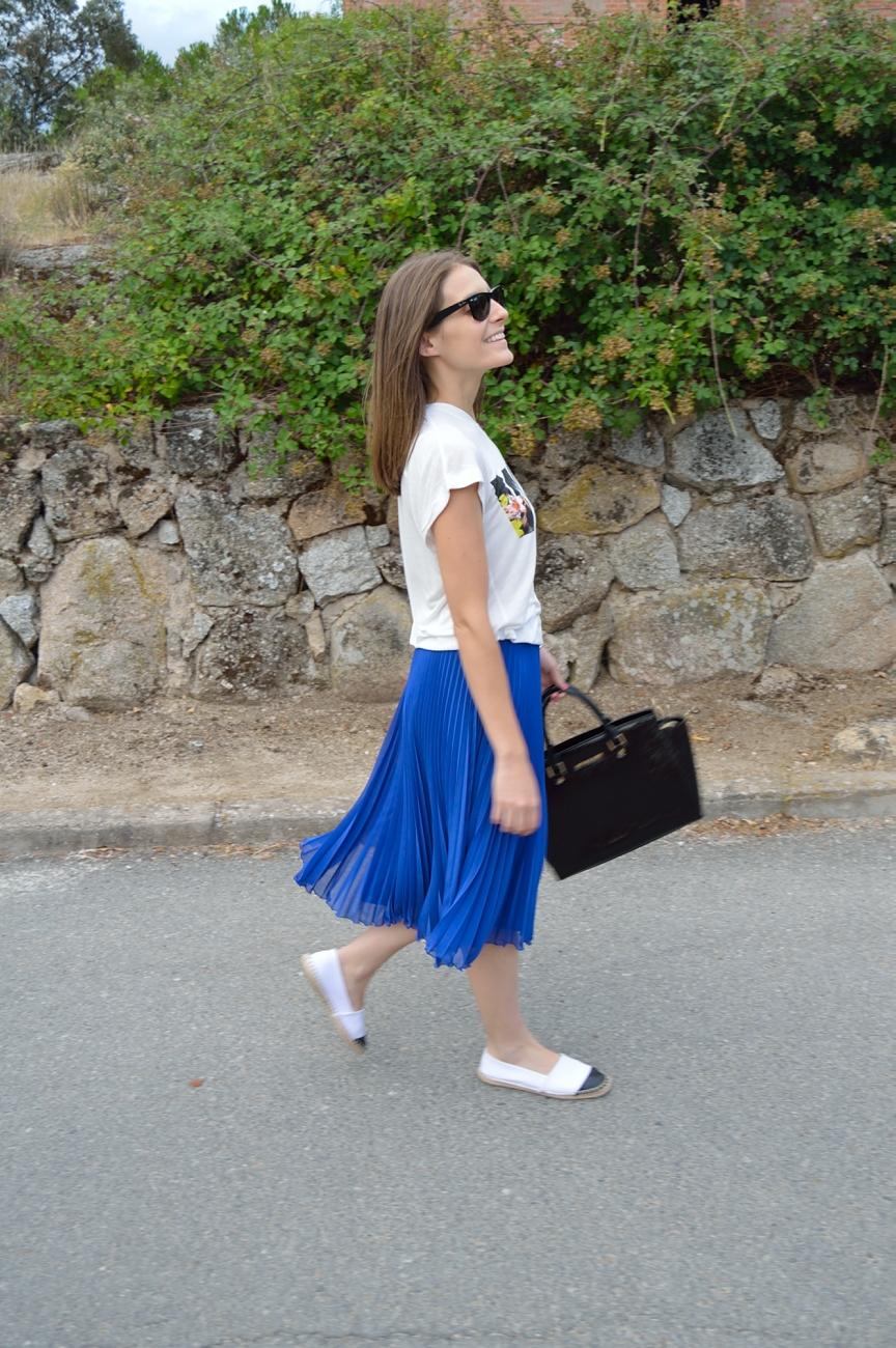 lara-vazquez-madlula-blog-style-femme-fatale-midi-skirt