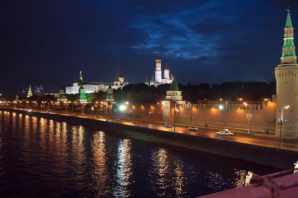 Москва. Полуношная. Кремлевская набережная