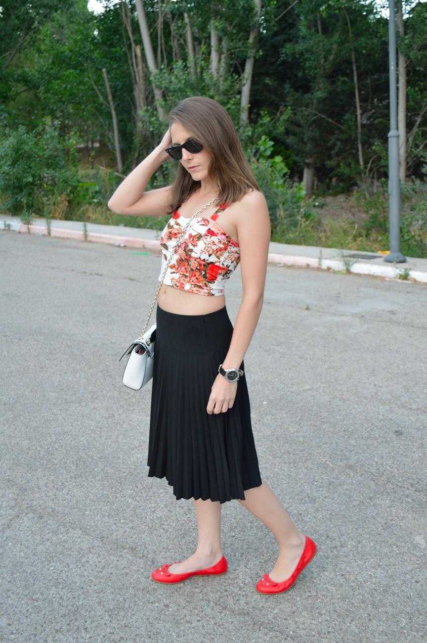 lara-vazquez-madlula-blog-style-midi-pop-of-red
