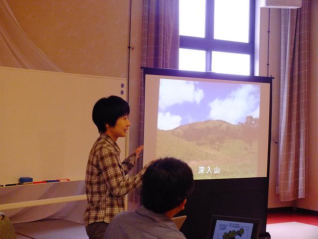 続いて佐久間先生が,深入山の歴史や生育している植物の種類などを解説された.