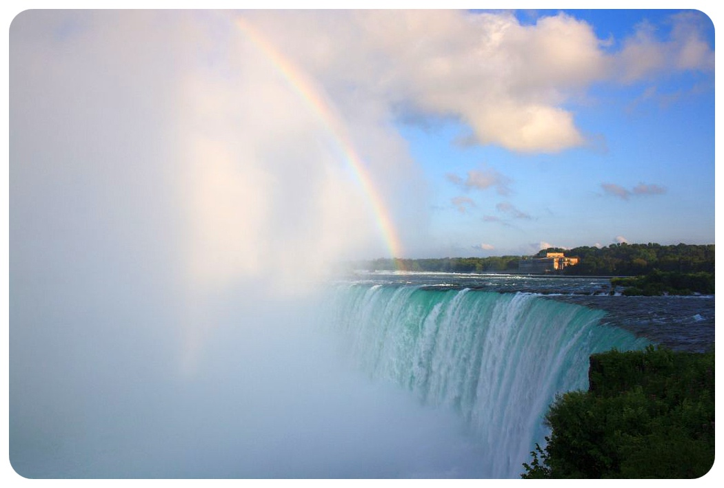 horseshoe falls and rainbow