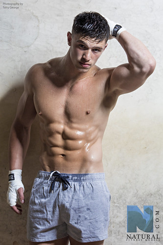 Finley Sykes fitness model aged 17 years