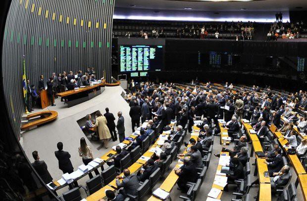 Presidente interino da Câmara revoga decisão de anular votação do impeachment