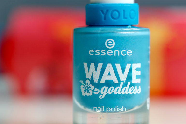 fashion is a party, fashion blogger, beautyblogger, nagellak, blauwe nagellak, essence wave goddess limited edition, essence beach hair waves spray, essence crush on blue, essence nagellak, essence have a break swatches, essence have a break review