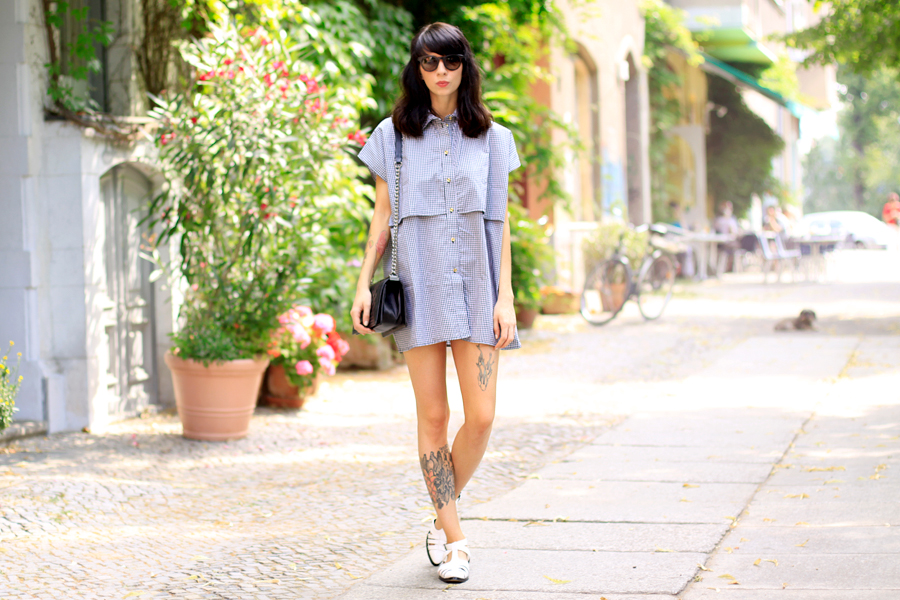 Fashion Pills bishop dress kleid shirtkleid hemdkleid karos sommer summer dress gucci glasses chanel bag asos shoes fashion blogger CATS & DOGS ricarda schernus berlin 3